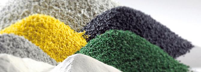 Licatec Profilextrusion - Produktion. Granulat in verschiedenen Farben